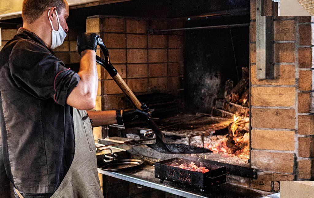 cas_costas_restaurante_grill_carnes_parrilla_ibizaslider_movil_2020_en_7